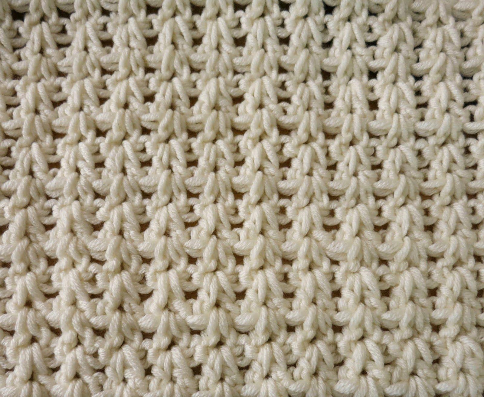 Da's Crochet Connection: Double Crochet V Baby Blanket