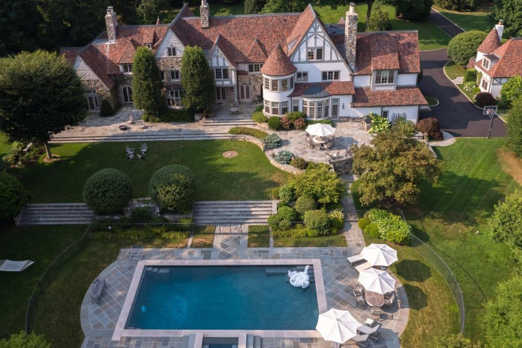 Five Charming Tudor Style Homes To Swoon Over Tudor Style Homes Mansions Estate Homes