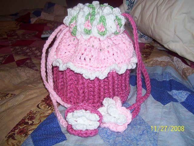 Cupcake purse - free pattern   Crochet Bags & Baskets   Pinterest ...