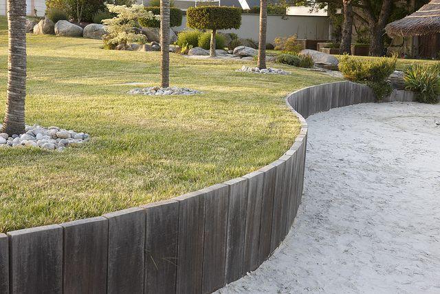 Epingle Par Alexa Sur A Management Parte Terre Devant Maison En 2020 Terrasse Jardin Amenagement Jardin Bordure Bois