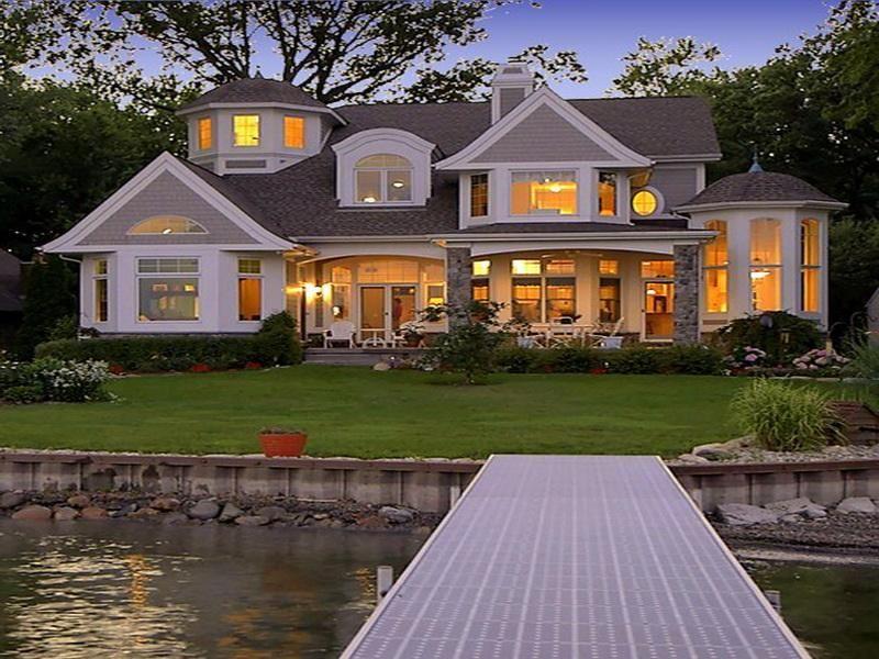 Ad40e5a422ff57a8ed9ac79e5cf3bcf4 An Amazing Lake House Decor New House Exterior Pinterest On Lake House Landscaping Ideas