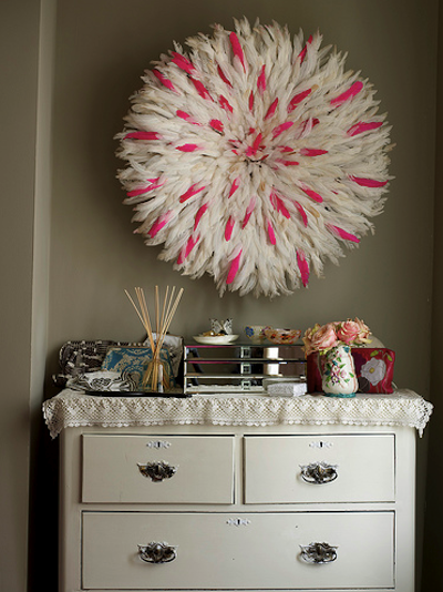Very cool wreath made of white feathers, some with hot pink tips!  This is AMAZING!