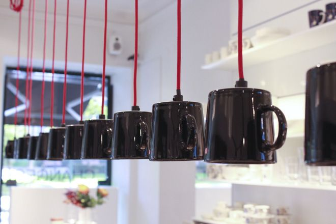 Iittala Teema-muki-valaisimet_lores | Iittala Teema mugs in black as lights, great idea! Like the black porcelain and red fabric-covered wire combination <3