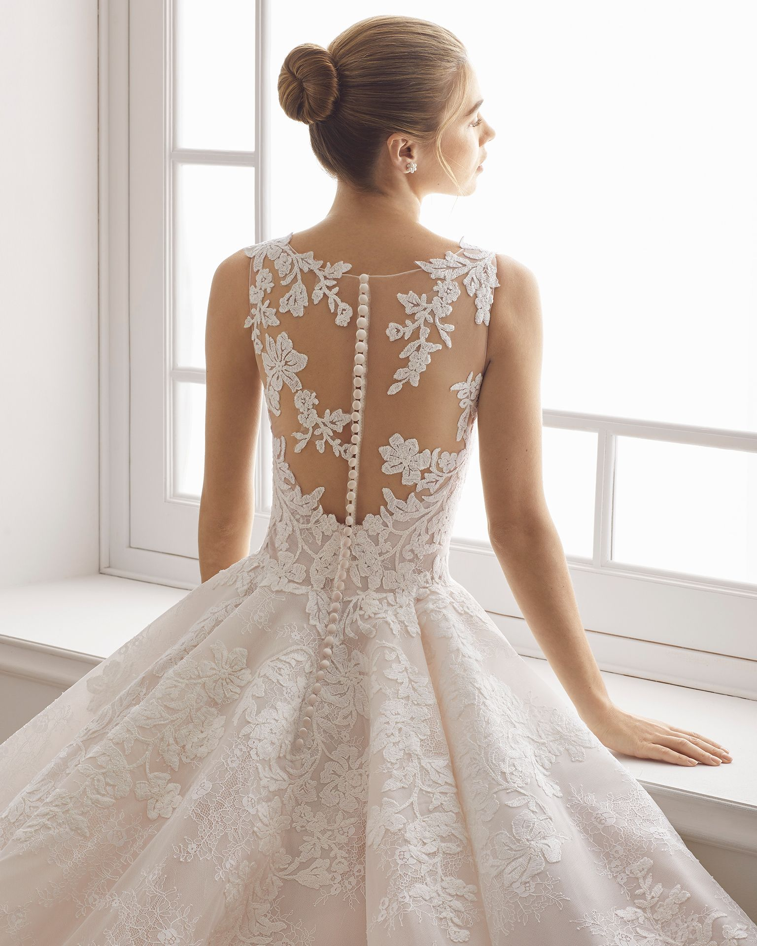 Princessstyle lace wedding dress with vneckline lace back and