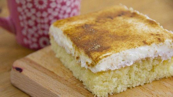 Schmandkuchen: Frischer Kuchen mit Apfelmus und Schmand #creamfrosting