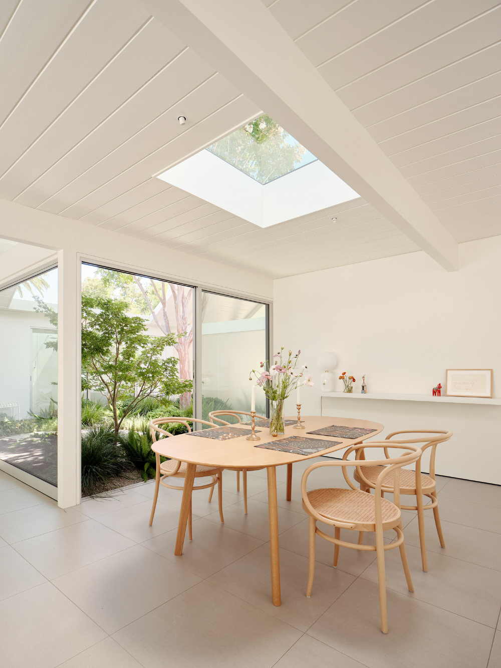Twin Gable House In Sunnyvale By Ryan Leidner Architecture Yellowtrace In 2020 Gable House Eichler Homes Home Decor