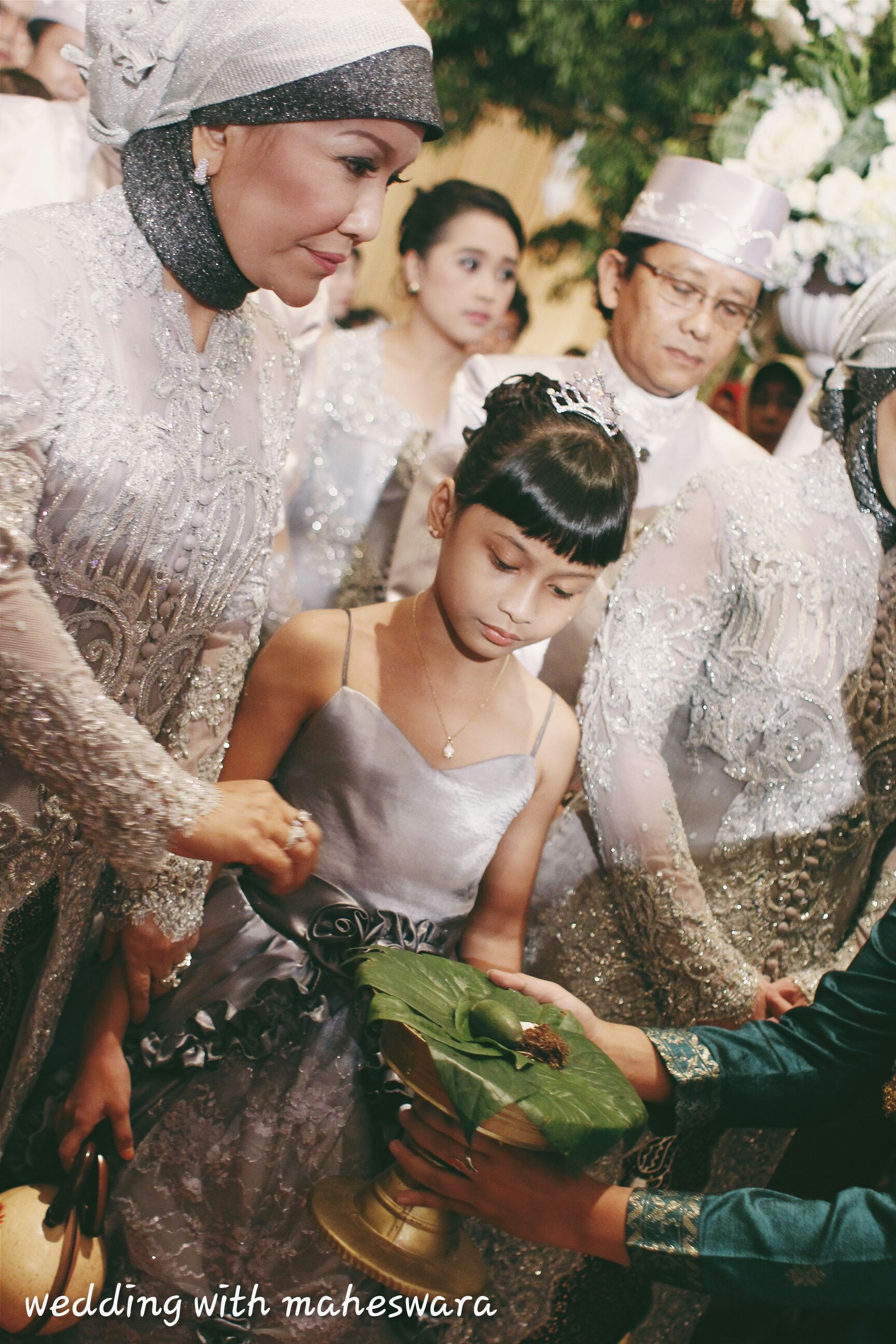 Bride and Groom wear Toraja's traditional wedding clothes