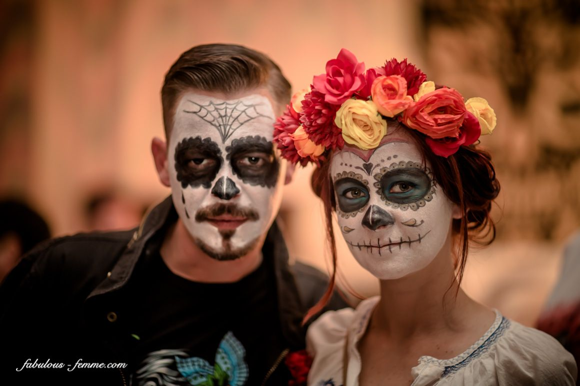 couple in sugar skull look Day of the Dead make up costume ...