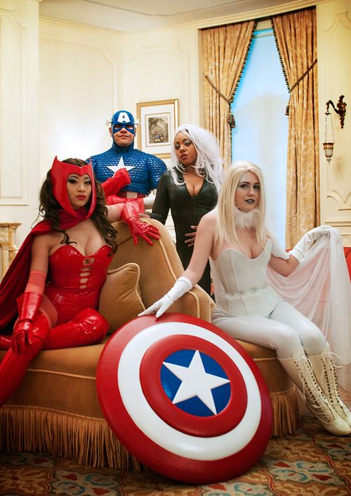 Cosplay by Yaya Han, MostFlogged, Anna Elizabeth, Wilbert Rivera, Martin Miller & Cyrstal Lee.  Photo by Judy Stephens.