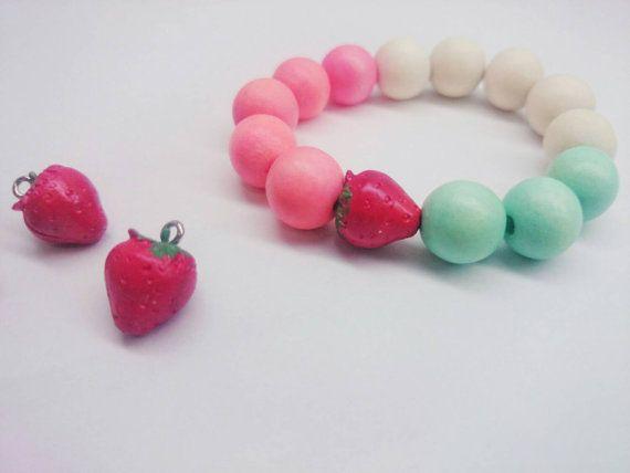 Pink wooden beads strawberry  bracelet for von ZanaZelephant