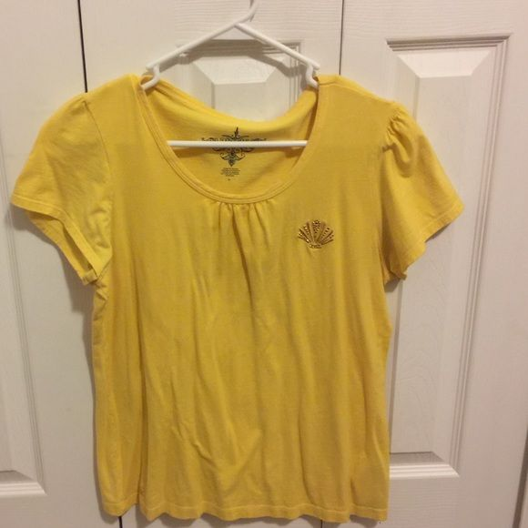 Tommy Hilfiger Top Tommy Hilfiger. Size Large. Yellow color Tommy Hilfiger Tops