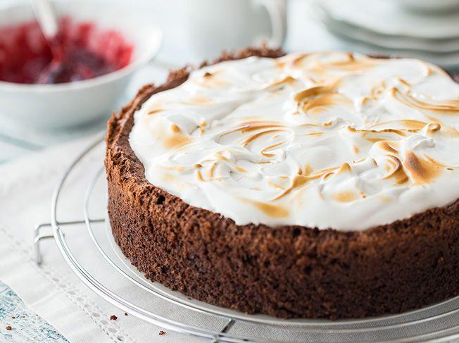 Schokoladen Mandel Kirsch Kuchen Mit Baiserhaube Rezept Kuchen Backen Kuchen Und Torten