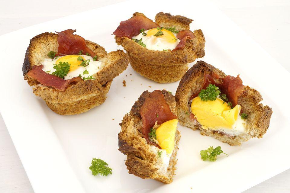 Dieses Rezept für Frühstücksmuffins ist schnell und einfach hergestellt und perfekt für jedes Frühstück!