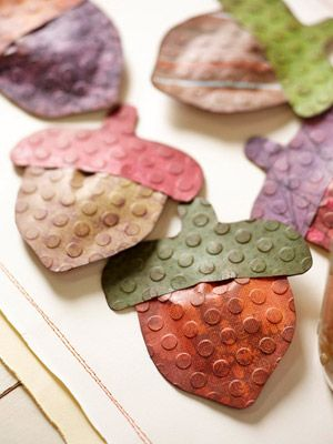 Acorn Paper Craft...cute on a table, hanging from a bunting, or glued on a card or gift box.