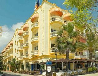 Located on the other side of the Church of Sant Bartomeu and Santa Tecla on Sant Sebastià beach, which many consider the nicest beach in Sitges, San Sebastian Playa offers a 24-hour free internet area, a terrace and an outdoor swimming pool in its garden.
