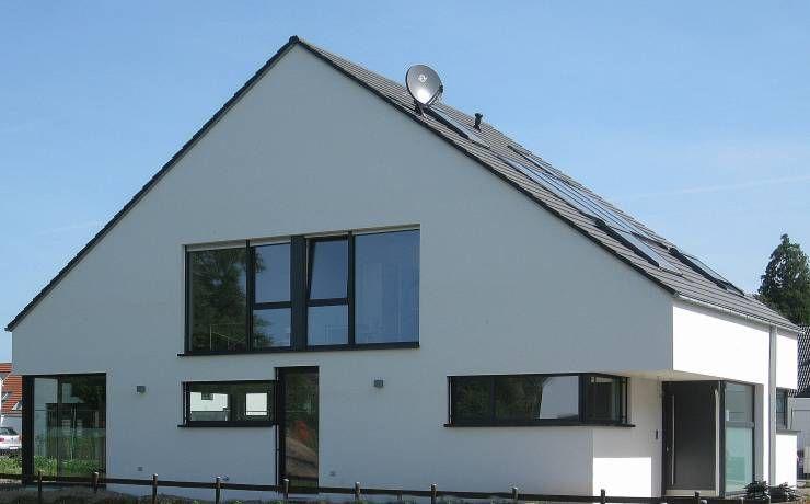 Moderne doppelhäuser satteldach  Kleines Haus mit ganz viel Platz | Moderne häuser, Einfamilienhaus ...