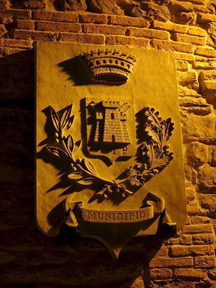 Il piccolo borgo di Paciano è situato sulle pendici del Monte Petrarvella e conserva intatto il suo assetto medioevale. Circondato da pregiati uliveti e da un ricca vegetazione boschiva ha una struttura urbana di origine duecentesca articolata su tre strade parallele collegate da vicoli ortogonali. www.lagotrasimeno.net