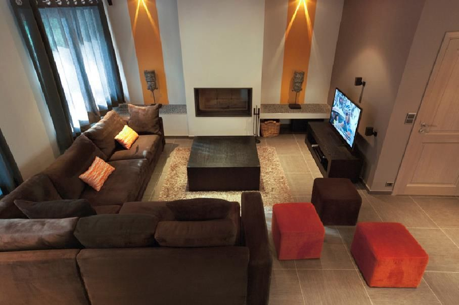 Big living room with an L-shaped brown couch in a modern style ...