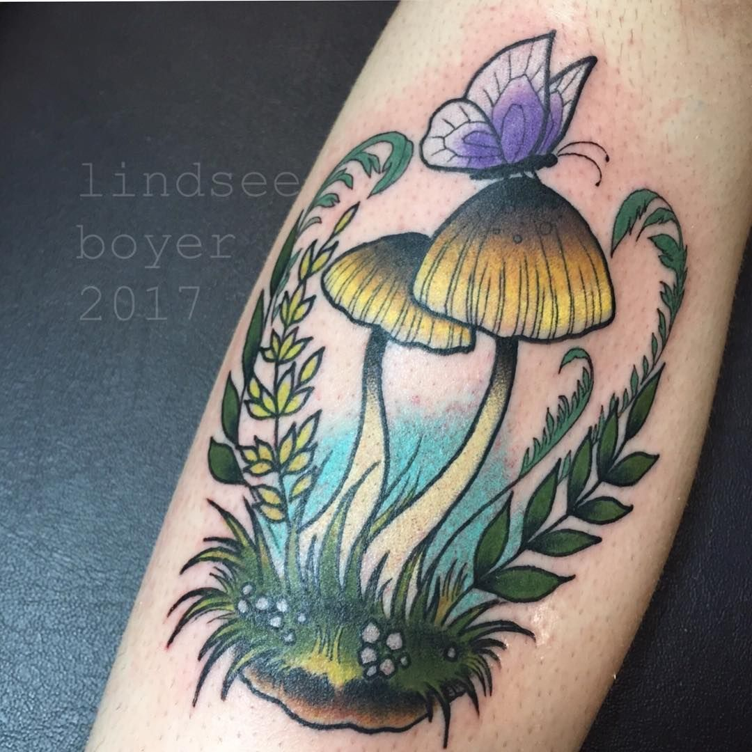 Some shrooms   #philadelphiatattooconvention #phillytattoo #villainarts #cute #philly #villainartstattooconvention #mushroomtattoo #shroomz #lindseebeetattoo