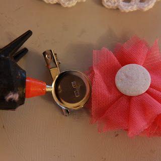 Little Tee Tee loves...: DIY Tutorial - 4 hair clips in 4 mins!