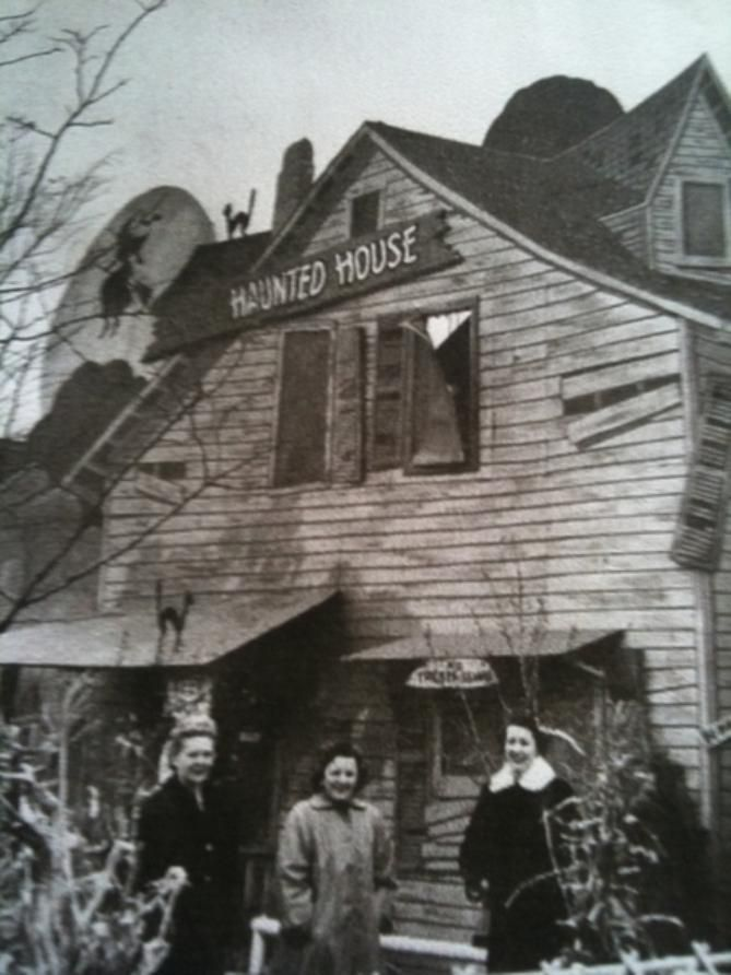 Amling S Haunted House Circa 1950 Haunting Melrose Park Haunted House
