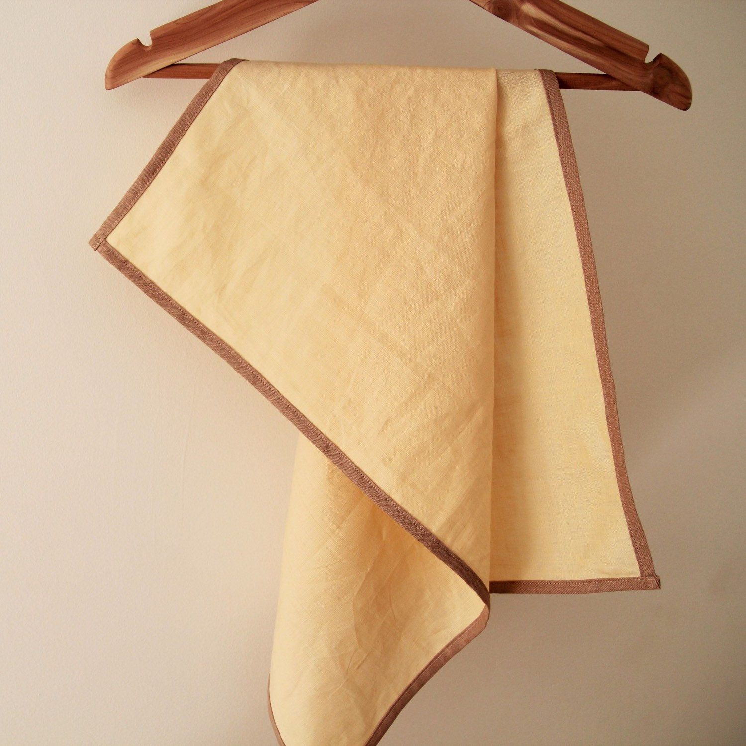 This modern tea towel is made of 100% high quality linen that is highly absorbent and soft, quickly dried!