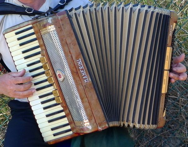 Old Italian songs played on a vintage Manfrini accordion, Sunday