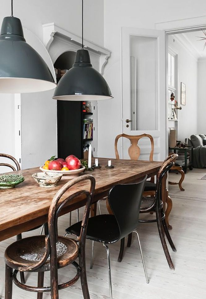 Modern Rustic Dining Room With A Large Wood Table Mismatched Chairs And Vintage Industrial Minimalist Dining Room Stylish Dining Room Modern Farmhouse Dining