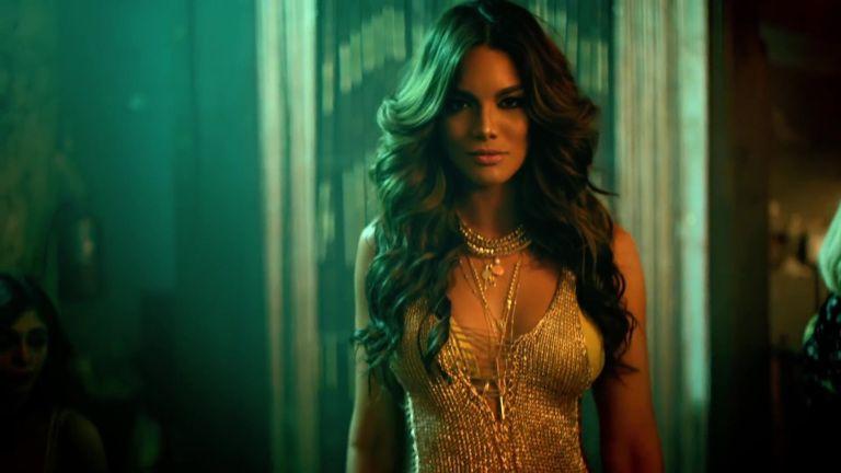 Despacito Remix Luis Fonsi Feat Justin Bieber Daddy Yankee Female Celebrity Fashion Gold Dress Model