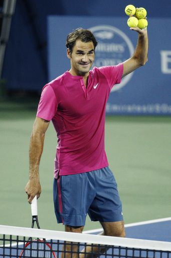 #RogerFederer #Federer #Tennis Roger Federer, of Switzerland, offers autographed balls to the crowd after defeating Kevin Anderson, of South Africa, at the Western & Southern Open tennis tournament, Thursday, Aug. 20, 2015, in Mason, Ohio. (AP Photo/John Minchillo)