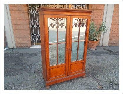 Credenza Con Vetrina Fine 800 : Vetrina cristalliera credenza con specchi cappuccina in mogano