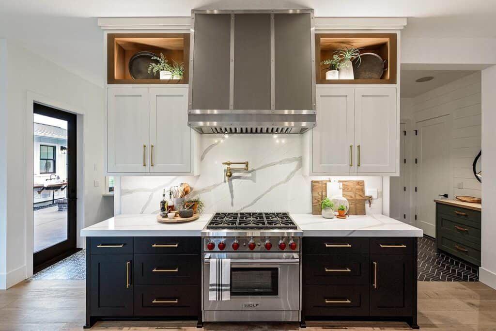 Farmhouse Style House In Oregon Has Absolutely Delightful Design Ideas In 2020 Farmhouse Style House Loft Kitchen Farmhouse Style