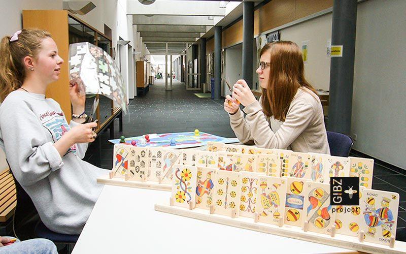 Fachangestellte Gesundheit gestalten Spiele für Betagte.