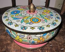 You can find this graphic tin on Ruby Lane. Vintage Damer LI, NY Designed Cookie Candy Tin Made in England