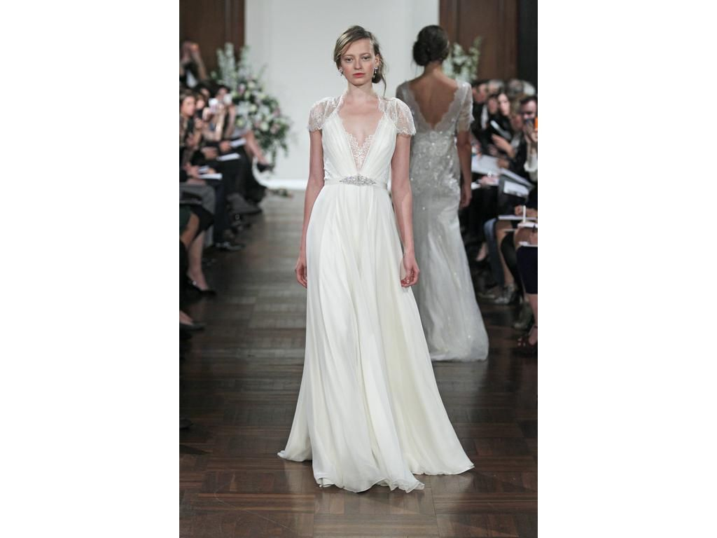 Jenny Packham Dentelle - FOR RENT NOT SALE: buy this dress for a fraction of the salon price on PreOwnedWeddingDresses.com