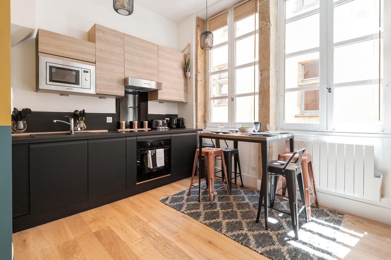 appartement lyon un studio revu de fond en comble. Black Bedroom Furniture Sets. Home Design Ideas