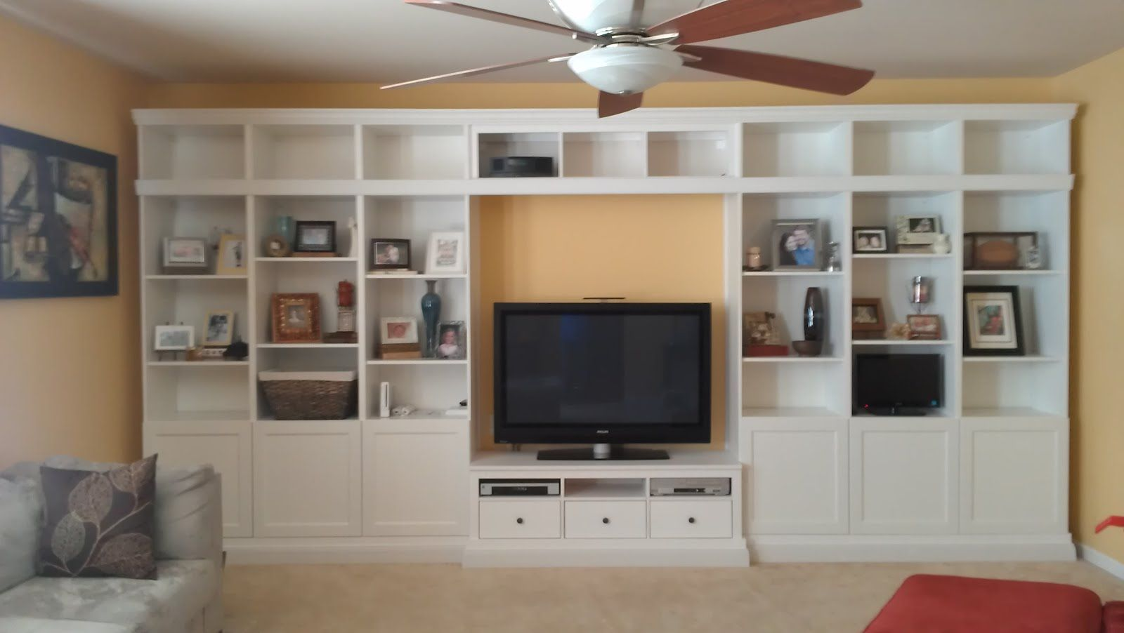 Built in ikea hemnes hack deco paredes de cuadros - Mueble tv hemnes ...