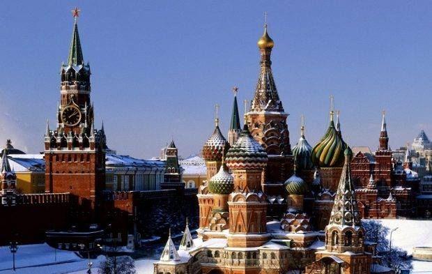 الكرملين ينفي إعادة شراء حصة قطر في روسنفت للنفط صورة أرشيفية الكرملين St Basils Cathedral Russia Cathedral