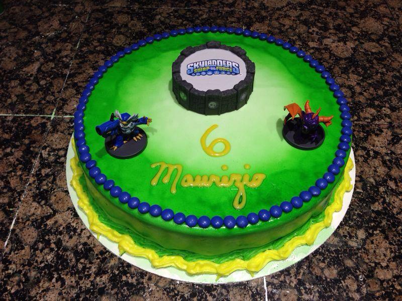 What a cake...! Ah...? Skylanders...!