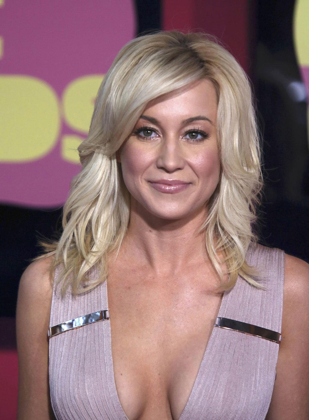 At Kellie Pickler everyone could see that she had a boob job and a ...