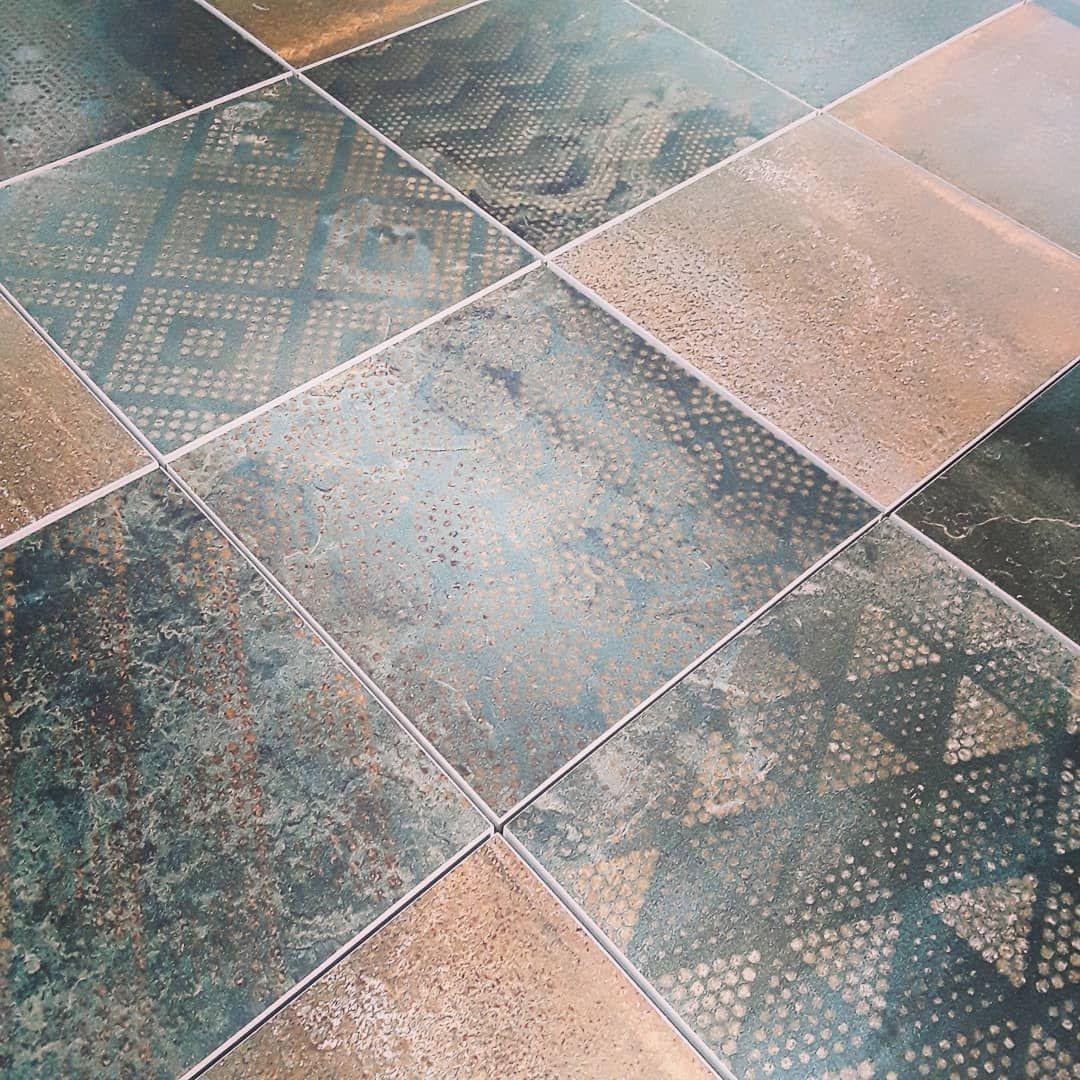 Dekorfliesen 20x20cm In Metalloptik 20x20cm Dekorfliese Metalloptik Metalloptikfliese Gfk Fliesenvomfink Guglingen Germany Tiles Flooring Tile Floor