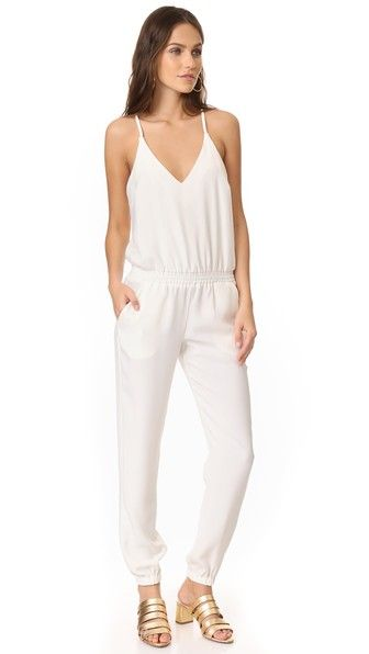 ¡Consigue este tipo de mono largo de Amanda Uprichard ahora! Haz clic para ver los detalles. Envíos gratis a toda España. Amanda Uprichard Madison Jumpsuit: A mid-weight crepe Amanda Uprichard jumpsuit, styled with smocked elastic at the waist and cuffs. Slender shoulder straps link the deep V neckline to the racer back. Slant hip pockets. Hook-and-eye back closure. Fabric: Mid-weight crepe. 100% polyester. Dry clean. Made in the USA. Measurements Inseam: 29.5in / 75cm Leg opening: 9.5in…