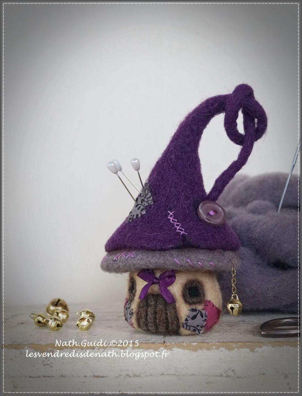 Maisonnette pique-aiguilles en laine feutrée nuances taupes et ...