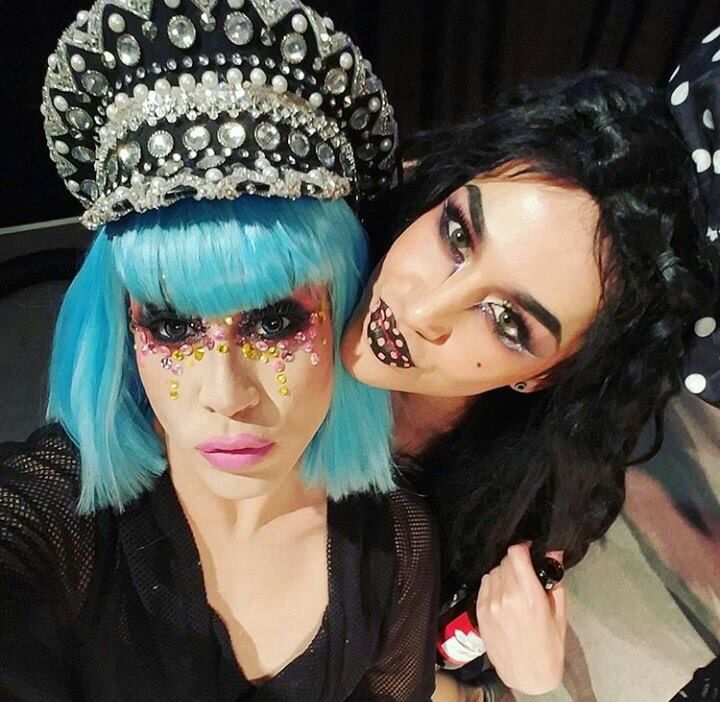 Phi Phi O'Hara and Adore Delano this picture made me cry when I first saw it lmaooo