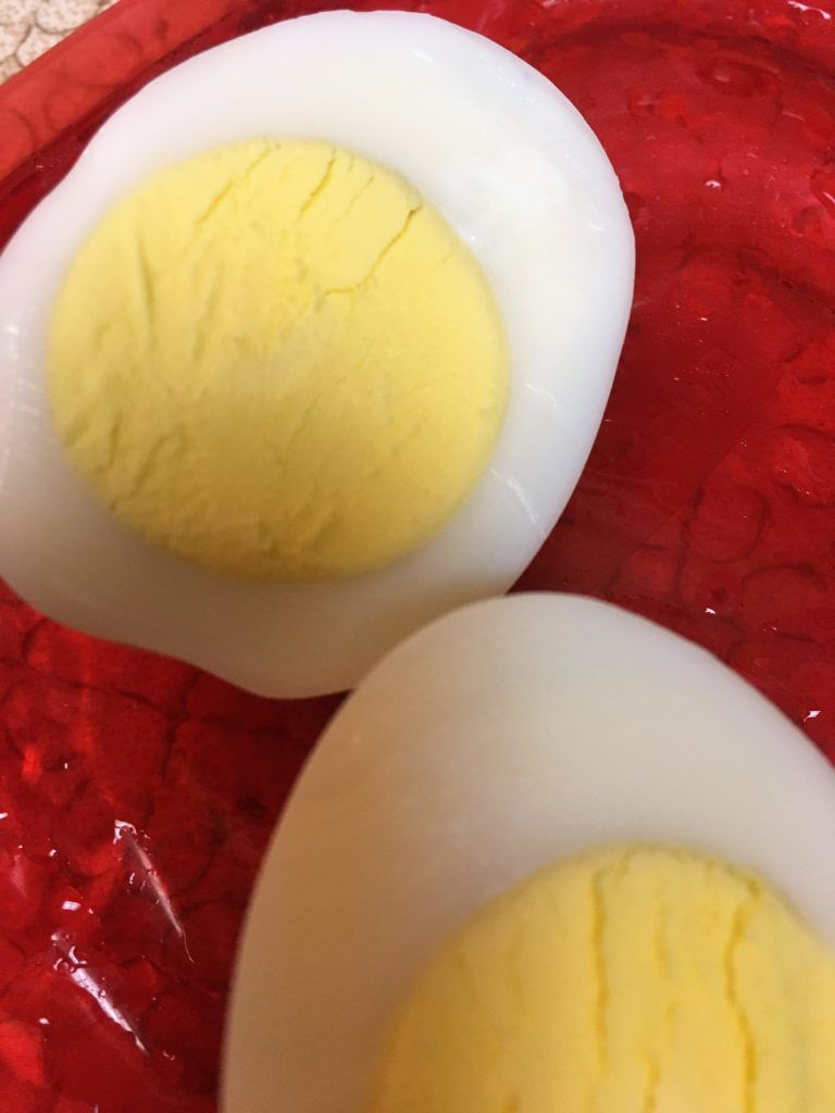 How to Cook Easy Peel Hard-Boiled Eggs #hardboiledeggs How to Cook Easy Peel Hard-Boiled Eggs - Pattern Princess #hardboiledeggs