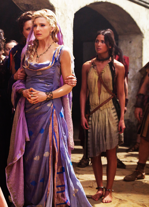 Viva Bianca in \'Spartacus: Vengeance\' purple and gold roman gown ...