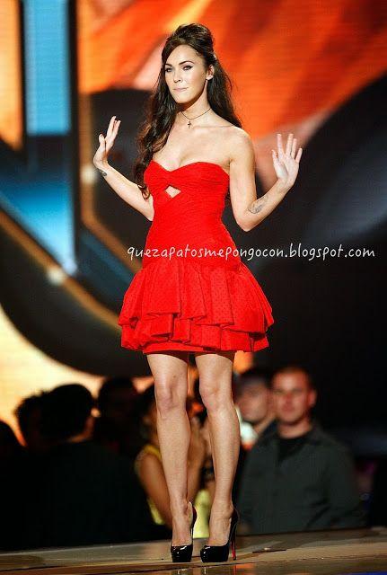 Con que combinar un vestido rojo corto