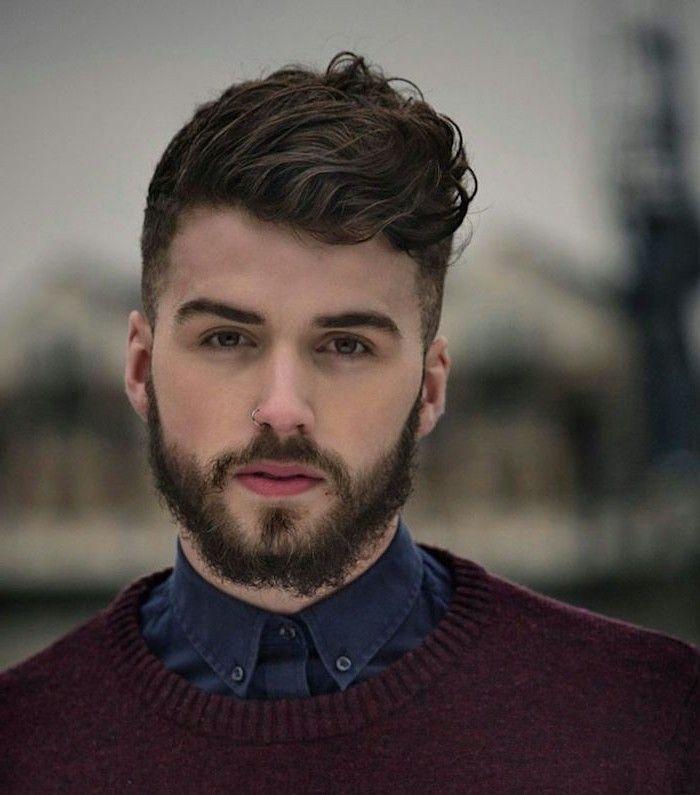 Undercut Stylen Top Frisur Des Jahres 2017 Hemd Pulli Mann Lockige Haare Bart Lockiges Haar Manner Herren Haarschnitt Haarschnitt Manner