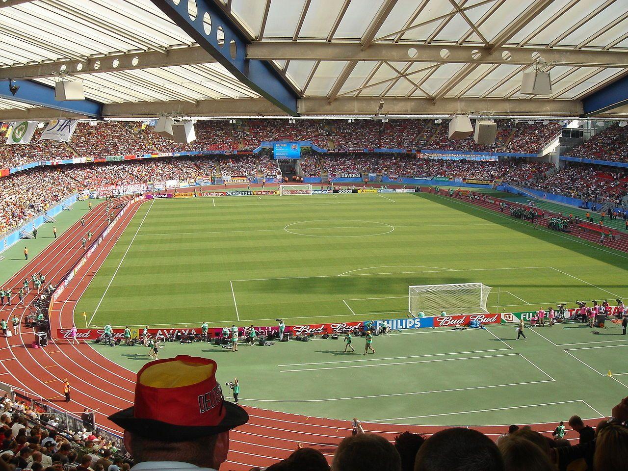 * Grundig Stadion * Capacidade: 48.548 lugares, Mandante: FC Nürnberg. Nuremberg, Alemanha.