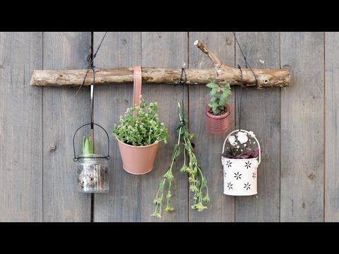 """Vergeet niet om de verticale oppervlakten in jouw tuin of op het balkon te benuttigen. Zoals Anna altijd zegt, """"Je kan nooit genoeg bloemen of kruiden.."""